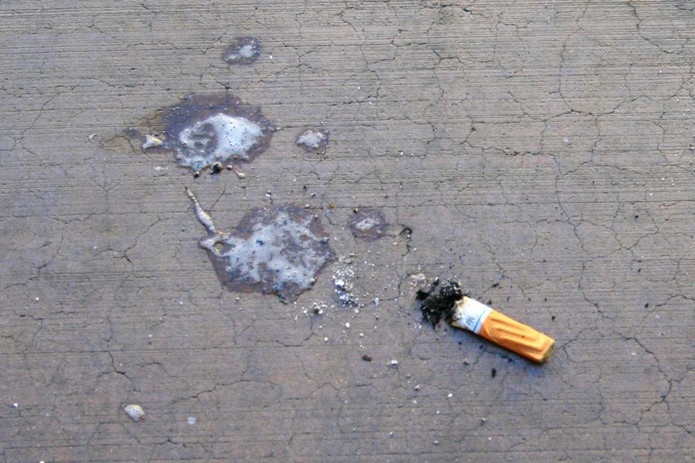 Crachat et cigarette