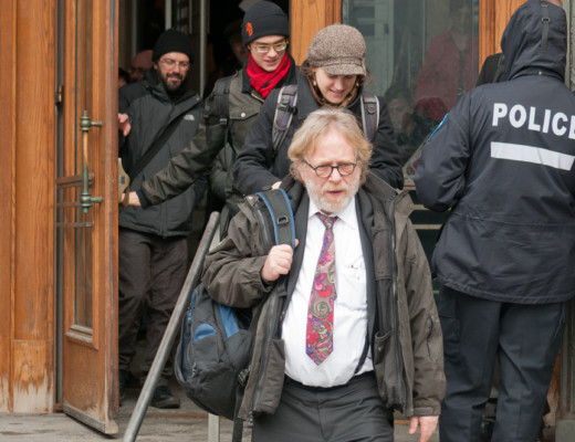 Denis Poitras quittant la Cour municipale